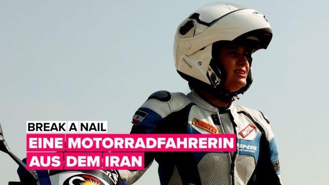 Break a nail: Eine Motorradfahrerin aus dem Iran